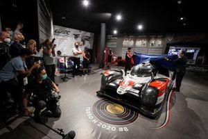 Hisatake Murata, président de Toyota Gazoo Racing, Pierre Fillon, président de l'ACO et la Toyota Gazoo Racing TS050