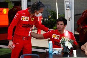 Laurent Mekies, Racing Director, Ferrari with Carlos Sainz Jr., Ferrari