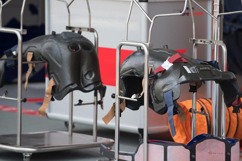 Des baquets de Scuderia Toro Rosso STR13