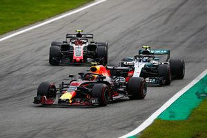 Max Verstappen, Red Bull Racing RB14, devant Valtteri Bottas, Mercedes AMG F1 W09, et Kevin Magnussen, Haas F1 Team VF-18