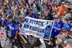 Takuma Sato, Rahal Letterman Lanigan Racing Honda fans celebrate the win in victory lane