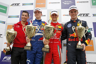 Podio: il vincitore della gara Mick Schumacher, PREMA Theodore Racing Dallara F317 - Mercedes-Benz, il secondo classificato Robert Shwartzman, PREMA Theodore Racing Dallara F317 - Mercedes-Benz, il terzo classificato Dan Ticktum, Motopark Dallara F317 - Volkswagen