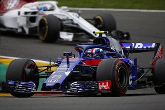 Pierre Gasly, Toro Rosso STR13, leads Marcus Ericsson, Sauber C37