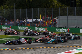 Artem Markelov, RUSSIAN TIME, leads George Russell, ART Grand Prix, Alexander Albon, DAMS at the start