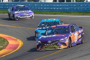 Denny Hamlin, Joe Gibbs Racing, Toyota Camry FedEx Ground, Michael McDowell, Front Row Motorsports, Ford Fusion K-LOVE RADIO