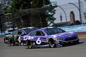 Matt Kenseth, Roush Fenway Racing, Ford Fusion NESN and Kurt Busch, Stewart-Haas Racing, Ford Fusion Haas Automation/Monster Energy