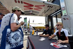 #58 Wright Motorsports Porsche 911 GT3 R, GTD - Patrick Long, Christina Nielsen signs autographs for fans