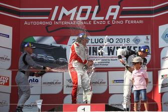 Podio TCR Gara 1: il secondo classificato Massimiliano Mugelli, il vincitore Enrico Bettera, Pit lane Competizioni, il terzo classificato Salvatore Tavano