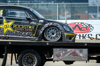 Car of Tanner Foust, Volkswagen being towed after a front suspension failure