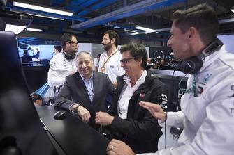 جان تود، رئيس الاتّحاد الدولي للسيارات وتوتو وولف، الرئيس التنفيذي لفريق مرسيدس
