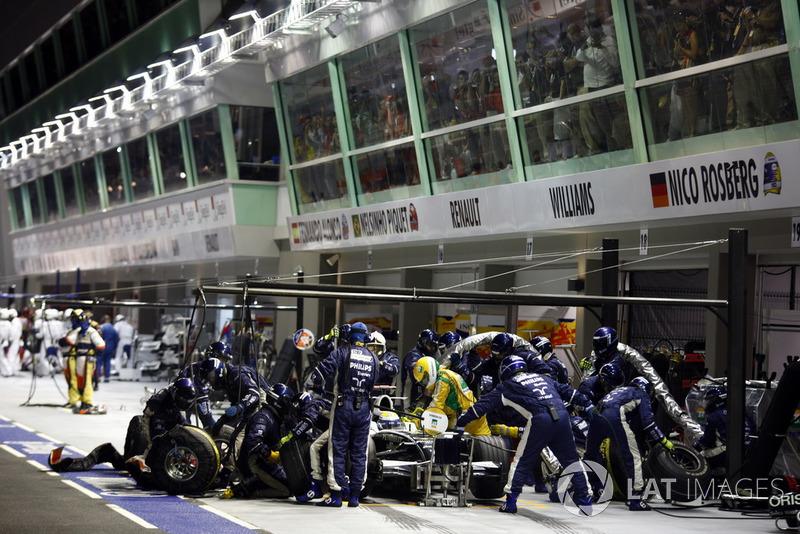 Nico Rosberg, Williams FW30, fait un arrêt au stand