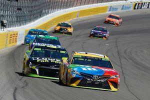 Kyle Busch, Joe Gibbs Racing, Toyota Camry M&M's and Jimmie Johnson, Hendrick Motorsports, Chevrolet Camaro Lowe's for Pros