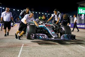 Lewis Hamilton, Mercedes AMG F1 W09 EQ Power+ being pushed by mechanics on the grid