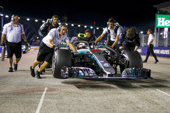 Lewis Hamilton, Mercedes AMG F1 W09 EQ Power+ being pushed by mechanics on the grid