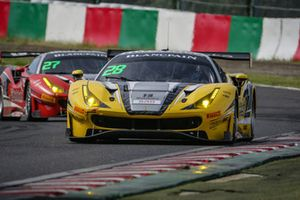 #28 HubAuto Corse Ferrari 488 GT3: Morris Chen, Tim Slade