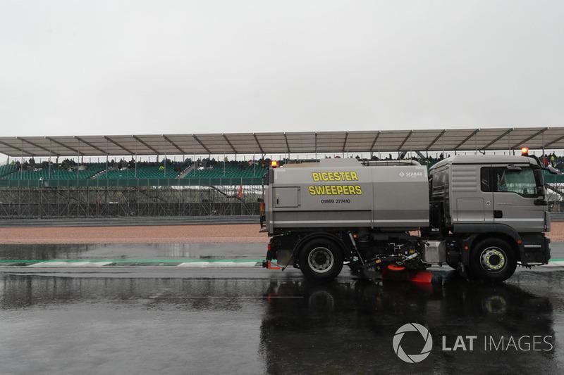 Secado de la pista en Silverstone
