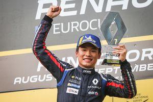 Podium: winnaar Yifei Ye, Josef Kaufmann Racing