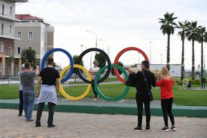Fans and Olympic rings