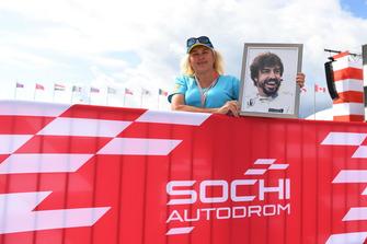 Fernando Alonso, McLaren fan with picture
