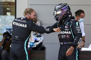 Valtteri Bottas, Mercedes-AMG Petronas F1, and pole man Lewis Hamilton, Mercedes-AMG Petronas F1, congratulate each other in Parc Ferme