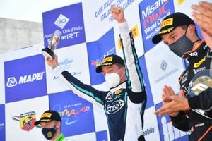 Podio: Andrea Rosso, Cram Motorsport Srl gana la carrera, segundo lugar Filip-Ioan Ugran, Jenzer Motorsport, tercer lugar Francesco Pizzi, Van Amersfoort Racing N