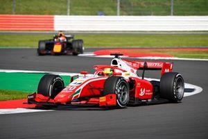 Mick Schumacher, Prema Racing, leads Yuki Tsunoda, Carlin