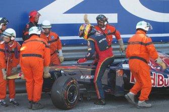 Jaime Alguersuari, Toro Rosso STR6, après son accident