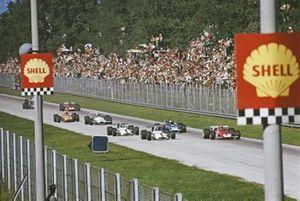 Clay Regazzoni, Ferrari 312B, lleva a Pedro Rodríguez, BRM P153, Jackie Stewart, Marzo 701 Ford, y Jackie Oliver, BRM P153, hacia la Parabólica