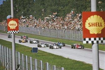 Clay Regazzoni, Ferrari 312B, devant Pedro Rodríguez, BRM P153, Jackie Stewart, March 701 Ford, et Jackie Oliver, BRM P153