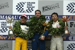 Podium: Race winner Tristan Gommendy, second place Heikki Kovalainen, third place Takkashi Kogure
