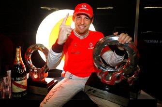 Ganador de la carrera Jenson Button, McLaren