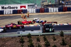 Crash: Nicola Larini, Ferrari 412T1, Ayrton Senna, Williams FW16