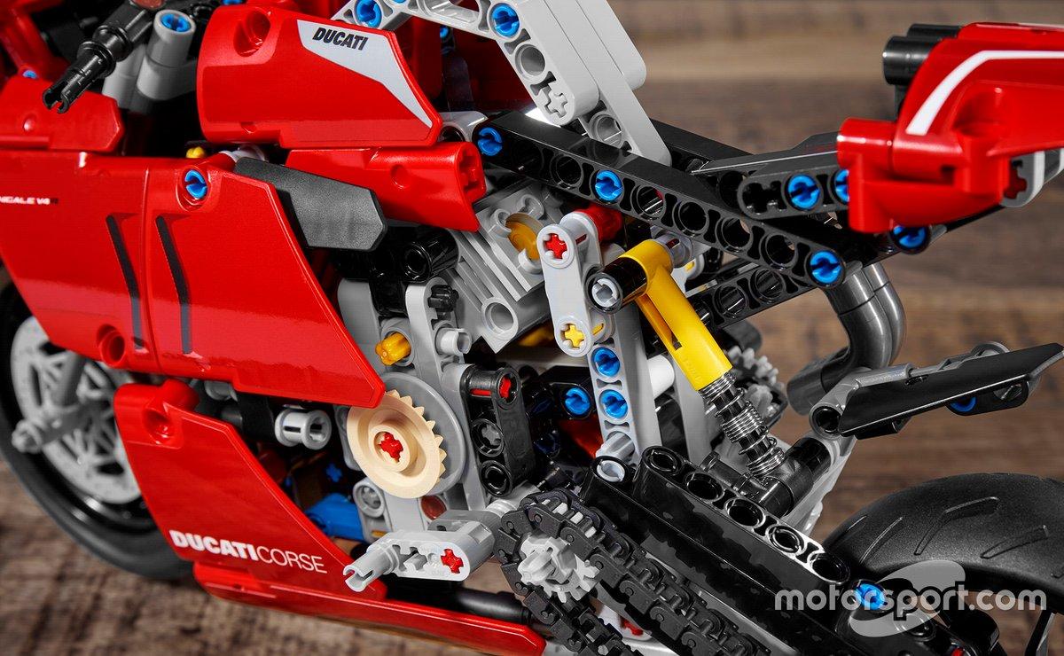 LEGO Technics Ducati Panigale V4
