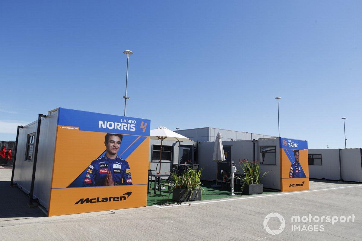 Hospitalidad McLaren en el paddock