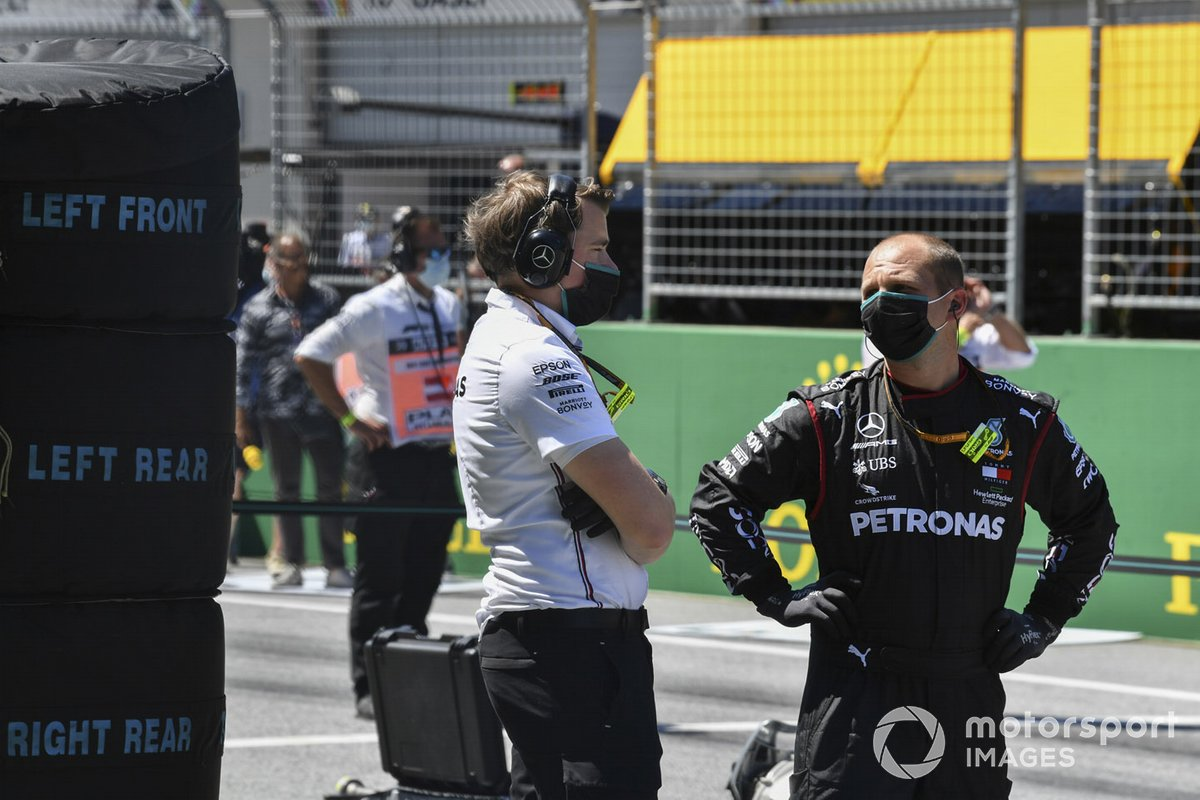 Mercedes F1 Team members on the grid