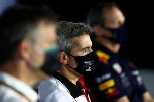 Руководитель группы инженеров на Гран При Alfa Romeo Хеви Пухолар