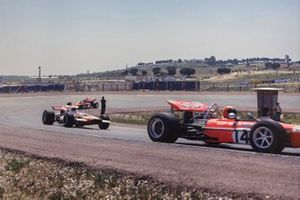 Jo Siffert, March 701 Ford devant John Surtees, McLaren M7C Ford et Jochen Rindt, Lotus 72 Ford