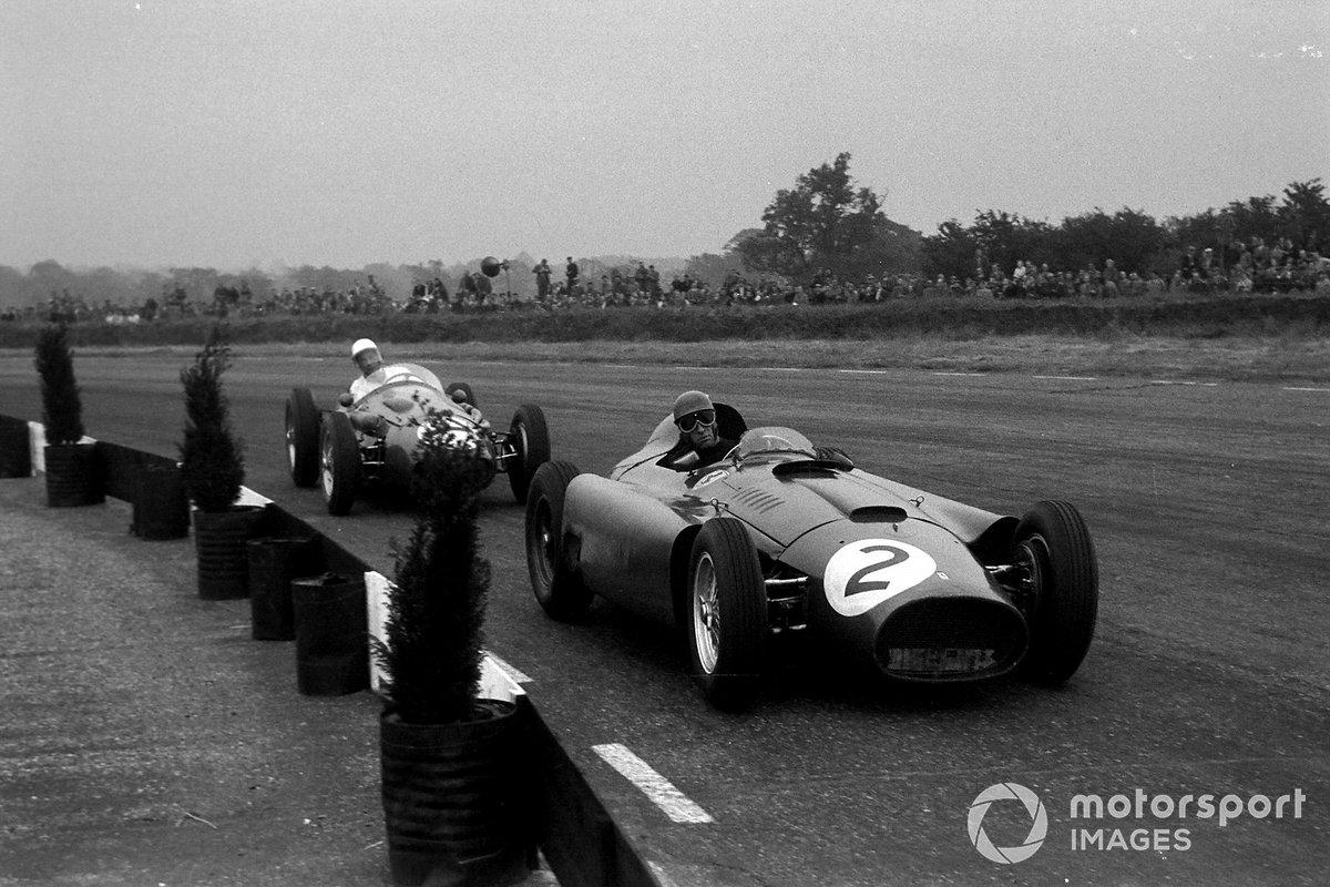 К восьмому кругу Мосс (на зандем плане) прошел Коллинза (№2) и частника на Maserati Роя Сальвадори по прозвищу «Мистер аэродром», став четвертым