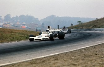 Peter Revson, McLaren M19C Ford leads Emerson Fittipaldi, Lotus 72D Ford
