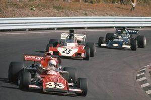 Skip Barber, March 711 Ford, Andrea de Adamich, Surtees TS9B Ford y Henri Pescarolo, March 721 Ford