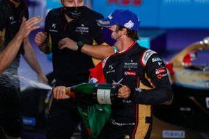 Le deuxième Antonio Felix da Costa, DS Techeetah, avec le Champagne