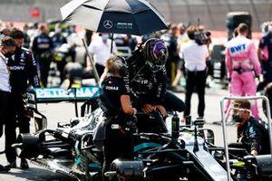 Lewis Hamilton, Mercedes F1 W11, arrive sur la grille