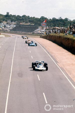 Brian Redman, Surtees TS7 Ford, Chris Amon, Matra MS120, John Love, March 701 Ford