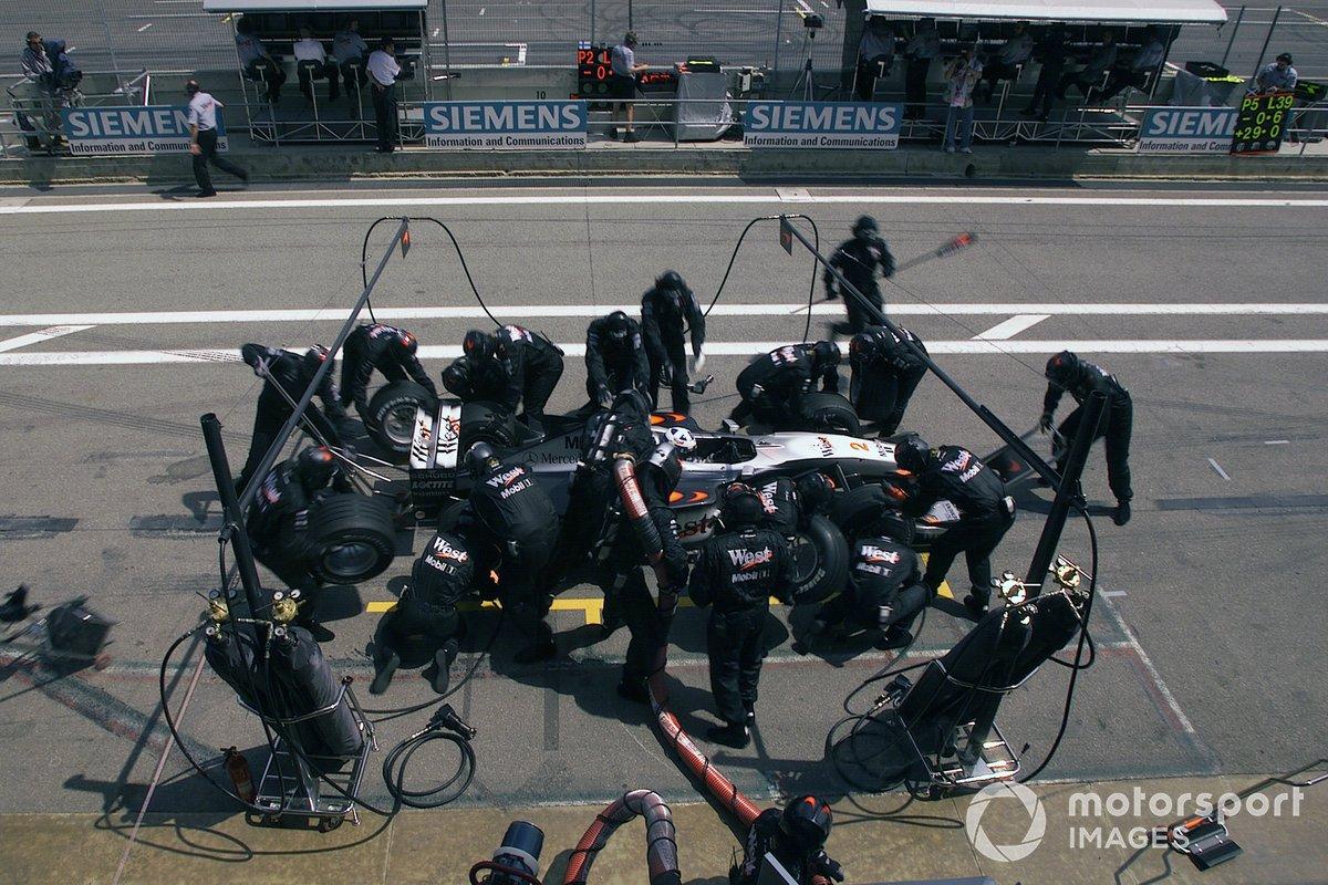 David Coulthard, McLaren MP4-15, pit stop