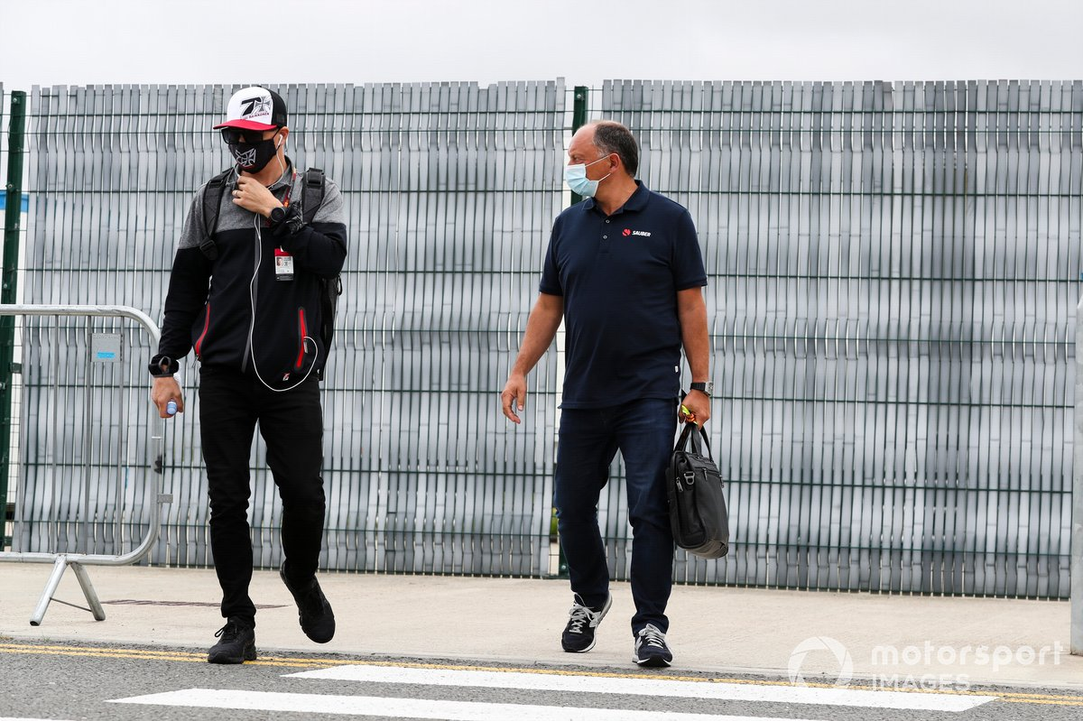 Kimi Raikkonen, Alfa Romeo y Frederic Vasseur, Director del equipo, Alfa Romeo Racing