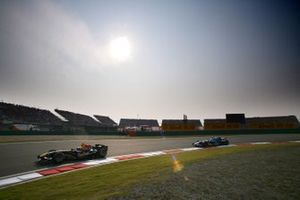 David Coulthard, Red Bull Racing Cosworth RB1, leads Felipe Massa, Sauber Petronas C24