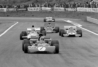 Jackie Stewart, Tyrrell 003, Denny Hulme, Mclaren M19A, Jacky Ickx, Ferrari 312B2, y Emerson Fittipaldi, Lotus 72D