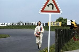 Jo Siffert walks back
