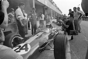 Jim Clark en el Lotus 49 Ford de Giancarlo Baghetti con Keith Duckworth
