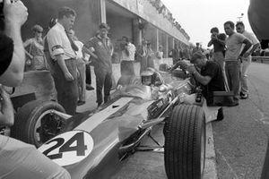 Jim Clark in Giancarlo Baghetti's Lotus 49 Ford with Keith Duckworth